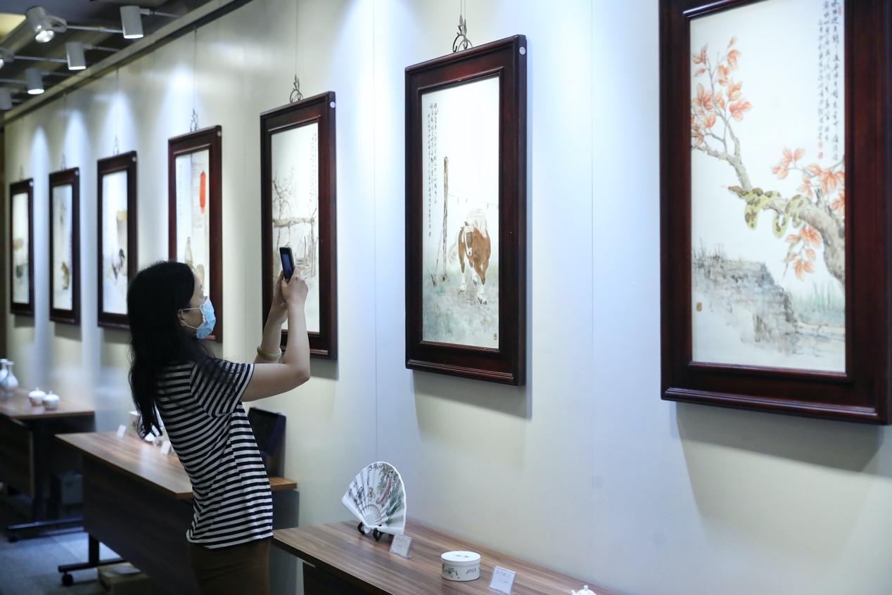 纤毫毕现,瓷上成岚!景德镇陶瓷艺术艺术品鉴会在上海举行