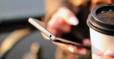 一季度国内手机出货量下降两成:华为跌幅小 小米跌惨了