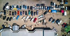 上市车企半年考 超半数利润下滑 研发投入不升反降